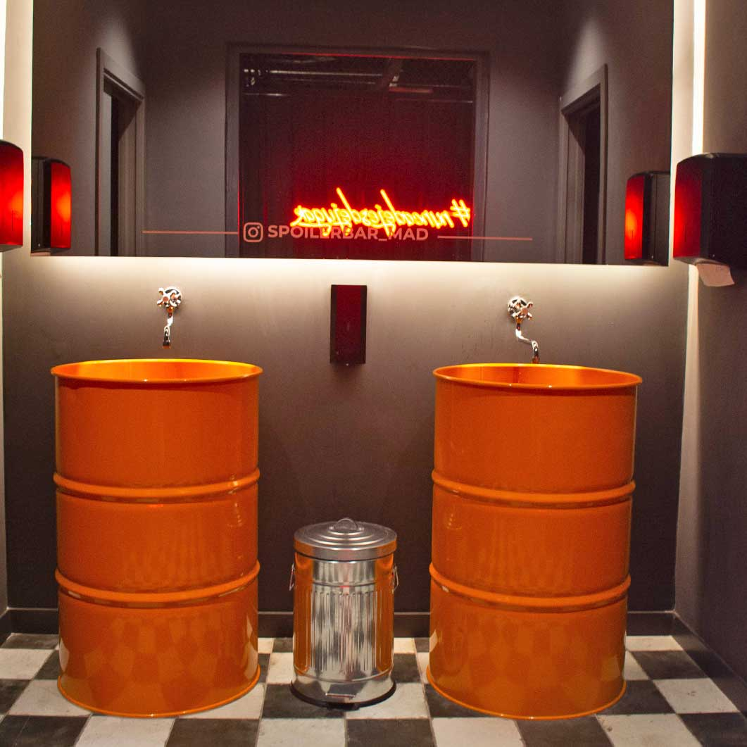 interior spoiler bar Madrid baños